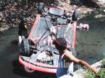 mobil-honda-brio-terbalik-masuk-sungai-di-jalan-joyoboyo-medaeng-waru-sidoarjo.jpg