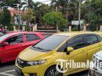 mobil-mewah-terparkir-di-depan-sman-2-surabaya_20170209_145456.jpg