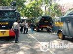 mobil-water-canon-dan-rantis-baracuda-disiagakan-di-dekat-gedung-dprd-kota-malang-antisipasi-demo.jpg