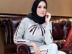 mulan-jameela-berhijab_20180528_121150.jpg