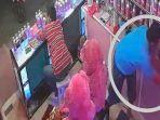 nanang-pencuri-handphone-di-toko-parfum-kawasan-pacar-keling-surabaya-terekam-cctv.jpg