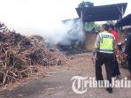 pabrik-gula-di-tulungagung-terbakar_20170820_133059.jpg
