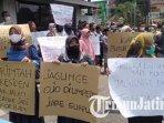 paguyuban-peternak-rakyat-nasional-menggelar-aksi-unjuk-rasa-di-kantor-bulog-cabang-tulungagung.jpg