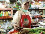 pantauan-tribunjatim-atas-penjual-bumbu-dapur-di-pasar-wonokromo.jpg