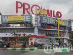 papan-reklame-3d-di-atas-toko-avia-yang-kini-telah-disegel-oleh-bapenda-kota-malang.jpg