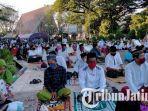 para-jemaah-saat-salat-ied-di-masjid-agung-asy-syuhada.jpg