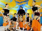 para-model-saat-memakai-karya-busana-terbaru-karya-desainer-nasional-embran-nawawi.jpg