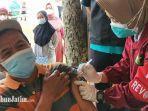 para-nelayan-dan-pekerja-pariwisata-di-kabupaten-trenggalek-menerima-vaksinasi.jpg