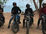 para-pemain-arema-fc-touring-naik-motor-custom-ke-pantai-malang-selatan_20180829_082955.jpg