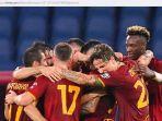 para-pemain-as-roma-melakukan-selebrasi-dalam-laga-liga-italia-melawan-sassuolo.jpg