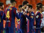 para-pemain-barcelona-merayakan-kemenangan-mereka-di-akhir-pertandingan.jpg