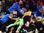 para-pemain-kroasia-merayakan-kemenangan-atas-rusia-lewat-adu-penalti_20180715_112128.jpg