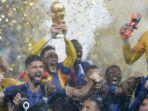 para-pemain-prancis-merayakan-kesuksesan-menjuarai-piala-dunia-2018_20180716_082137.jpg