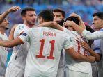para-pemain-spanyol-merayakan-setelah-mencetak-gol-pembuka-pada-perempat-final-euro-2020.jpg