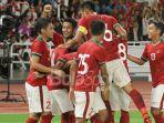 para-pemain-timnas-indonesia-merayakan-gol-ilham-udin-ke-gawang-timnas-islandia_20180115_083218.jpg