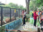 para-pengunjung-kebun-binatang-surabaya-mengikuti-sesi-keeper-talk-pada-acara-rusa-bagi-hadiah.jpg
