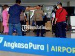 para-penumpang-di-bandara-juanda-nampak-tengah-mengantri-untuk-genose-c19-di-terminal-1.jpg