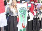 para-peserta-aksi-kammi-bela-palestina-di-surabaya.jpg