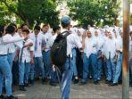 para-siswa-menggelar-aksi-protes-menuntut-kepala-sekolah-transparan-terkait-tabungan-wajib-siswa.jpg