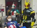 para-superhero-dari-komunitas-superhero-beramal-saat-donor.jpg