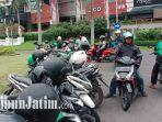 parkir-liar-ojol-depan-pakuwon-mall-dan-ptc-surabaya.jpg