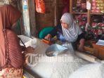 pedagang-beras-di-pasar-tradisional-kolpajung-pamekasan.jpg