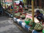pedagang-buah-srikaya-area-lapangan-sedangdang-jalan-kemayoran-pamekasan.jpg