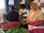 pedagang-empon-empon-dan-cabai-di-pasar-keputran-surabaya.jpg