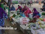 pedagang-pasar-baru-tuban-berjualan-di-trotoar-jalan-gajah-mada.jpg