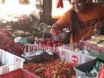 pedagang-sayuran-menjual-cabai-rawit-di-jember.jpg