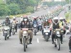 pejabat-di-sidoarjo-keliling-ke-sejumlah-gereja-menggunakan-sepeda-motor-untuk-pantau-perayaan-natal.jpg