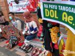 pekerja-seni-di-kabupaten-trenggalek-protes-ppkm-dengan-cara-membeberkan-alat-kesenian-untuk-dijual.jpg