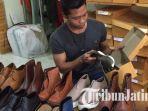 pekerja-shoeka-shoes.jpg