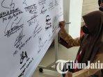 pelajar-smk-ikut-menandatangani-deklarasi-bersama-menolak-tindakan-anarkis-di-kota-blitar.jpg
