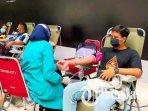 pelaksanaan-donor-plasma-konvalesen-dan-donor-darah-yang-digelar-oleh-persos-hwa-ind-di-surabaya.jpg