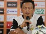 pelatih-caretaker-bhayangkara-fc-yeyen-tumena-2019.jpg