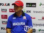 pelatih-madura-united-gomes-de-oliveira_20170822_140424.jpg