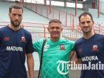 pelatih-madura-united-gomes-de-oliviera-tengah-alejandro-fiorina_20180208_130256.jpg