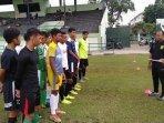 pelatih-tim-elite-pro-persebaya-u-16-muharrom-rusdiana.jpg