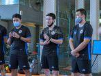 pelatih-timnas-futsal-indonesia-kensuke-takahashi-tengah-saat-mendampingi-tc.jpg