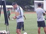 pelatih-timnas-indonesia-simon-mcmenemy.jpg