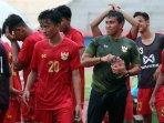 pelatih-timnas-u-16-indonesia-bima-sakti-mendapat-guyuran-air-di-hari-ulang-tahunnya.jpg