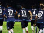 pemain-arema-fc-usai-merayakan-gol-esteban-vizcarra_20171210_160048.jpg
