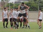 pemain-bali-united-willian-pacheco-saat-menjalani-latihan-bersama-tim.jpg