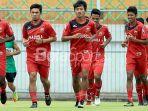 pemain-madura-united-victor-pae-benny-wahyudi-dan-bayu-gatra_20180419_093113.jpg