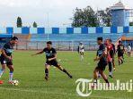 pemain-persela-saat-latihan-di-stadion-surajaya-senin-17122018.jpg