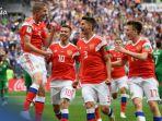 pemain-timnas-rusia-merayakan-kemenangan-atas-arab-saudi_20180615_053057.jpg