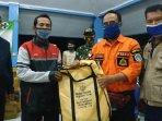 pemprov-jawa-timur-mengirim-1000-paket-sembako-untuk-korban-banjir-lamongan.jpg