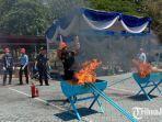 pemusnahan-barang-tegahan-bea-cukai-juanda-dengan-cara-dibakar.jpg