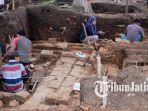 penggalian-struktur-batu-di-desa-pendem.jpg